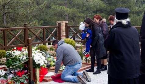 Ουρές προσκυνητών στον τάφο του Άγιου Παΐσιου (ΦΩΤΟ)